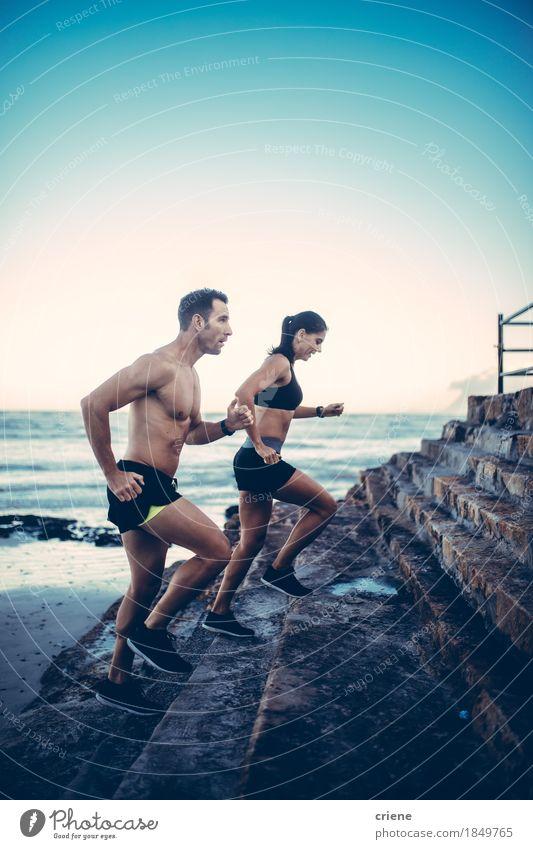 Zwei junge erwachsene Athleten, die laufende Übung tun Jugendliche Sommer Strand Lifestyle Sport Gesundheitswesen Paar Zusammensein Körper Fitness Wellness