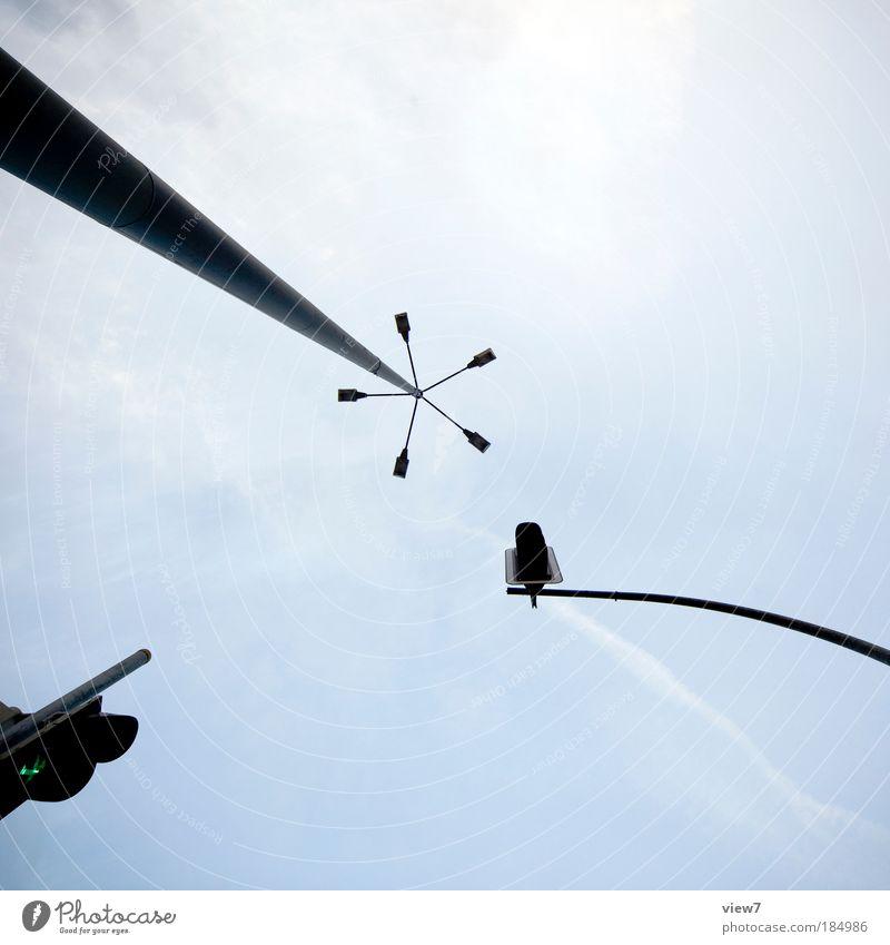 ein Wald aus Stahl alt dunkel Linie Metall elegant Schilder & Markierungen Energie Verkehr modern Ordnung ästhetisch authentisch bedrohlich dünn Streifen