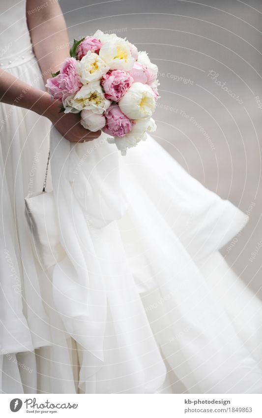 Bridal bouquet of colorful flowers Feste & Feiern Hochzeit Paar Partner Tulpe Kleid Blumenstrauß Liebe bloom bridal bride sign ceremony church floret gown