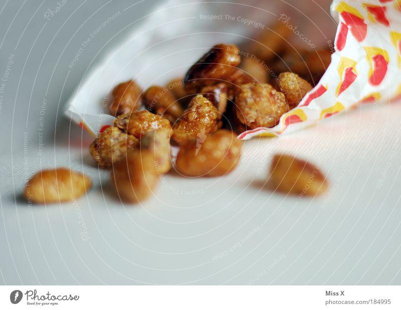 Mandeln Lebensmittel Ernährung süß genießen Nuss lecker Süßwaren Jahrmarkt Fett Tüte Zucker Textfreiraum ungesund verbrannt Karamell