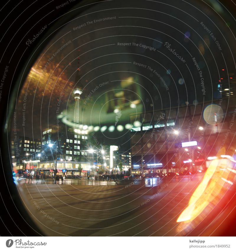 globalisierung Hauptstadt Haus Platz Turm Bauwerk Gebäude Fenster Verkehr Straßenkreuzung leuchten Berliner Fernsehturm Alexanderplatz Globalisierung Fischauge