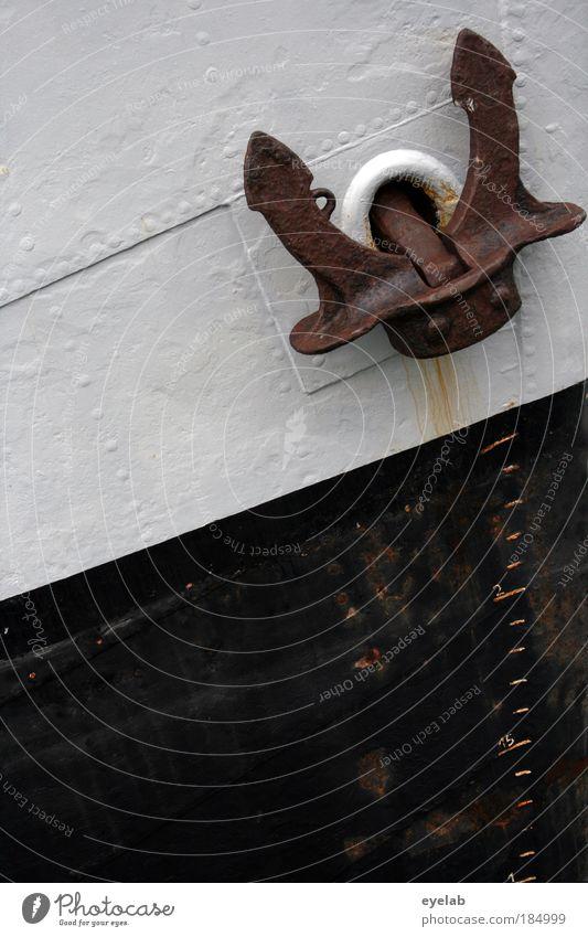 LABOEINSICHTLABOEINSICHTDERSEEMANNPRÜFTSEINAUGENLICHT Wasser alt weiß Meer schwarz Wasserfahrzeug Küste dreckig Verkehr kaputt Ziffern & Zahlen Hafen Zeichen