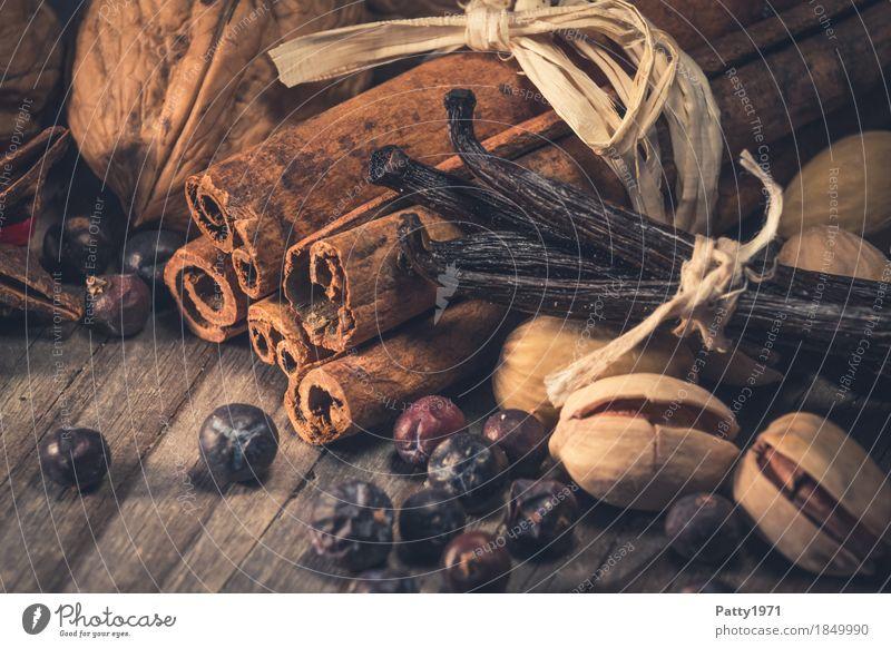 Zimt, Vanilleschoten und Nüsse Weihnachten & Advent Lebensmittel Feste & Feiern braun Stimmung Frucht Kräuter & Gewürze lecker Duft Beeren Stillleben Vorfreude