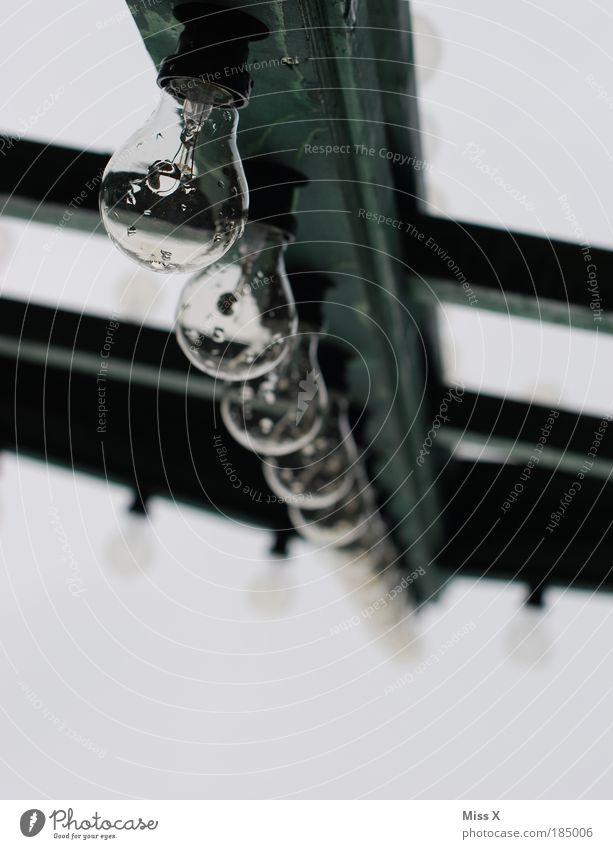 Ulmer Weihnachtsmarkt! Lampe Feste & Feiern leuchten hell grau Beleuchtung Glühbirne Licht glühen Marktstand nass Wassertropfen Regen Farbfoto Gedeckte Farben
