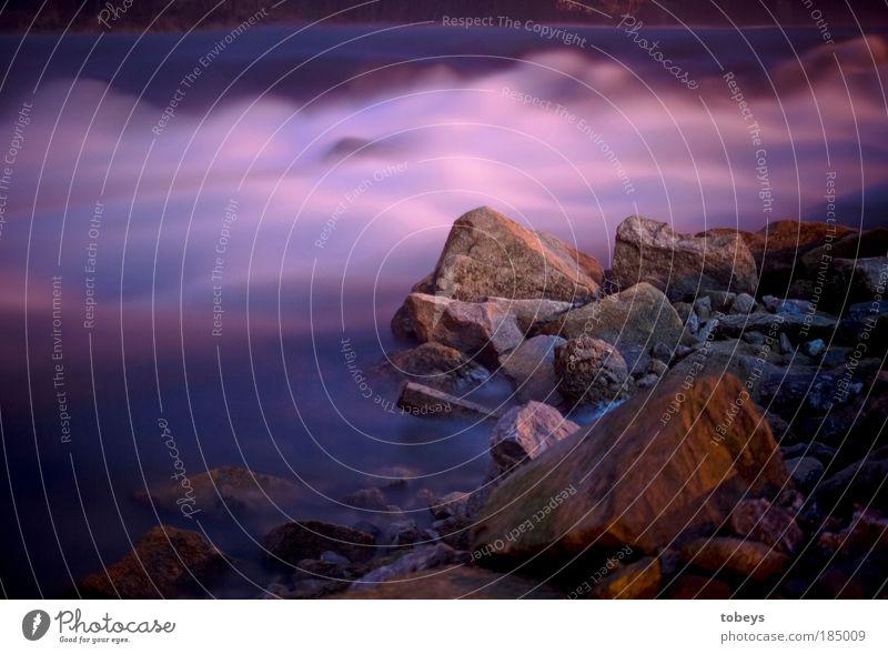 Lila wird überbewertet! Leben harmonisch Erholung ruhig Dampfbad Wasser Felsen Wellen Küste Flussufer Strand Stimmung fließen violett weich Nebel Schleier sanft