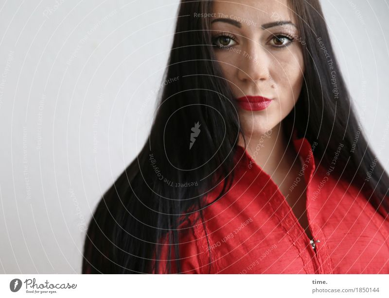 Nastya feminin 1 Mensch Kleid schwarzhaarig langhaarig beobachten Denken Blick ästhetisch schön selbstbewußt Coolness Kraft Willensstärke Macht Mut Wachsamkeit
