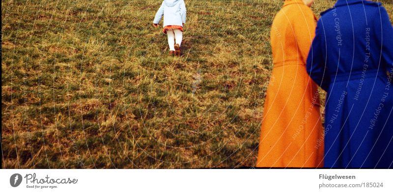 Kopfloser Herbstausflug Mensch Natur Ferien & Urlaub & Reisen blau schön Landschaft Wiese außergewöhnlich Lifestyle Park Freizeit & Hobby wandern Orange Lächeln