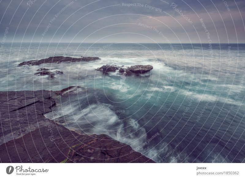 Wasserstand Landschaft Himmel Wolken schlechtes Wetter Felsen Wellen Meer Insel Republik Irland dunkel Unendlichkeit wild Farbfoto Gedeckte Farben Außenaufnahme
