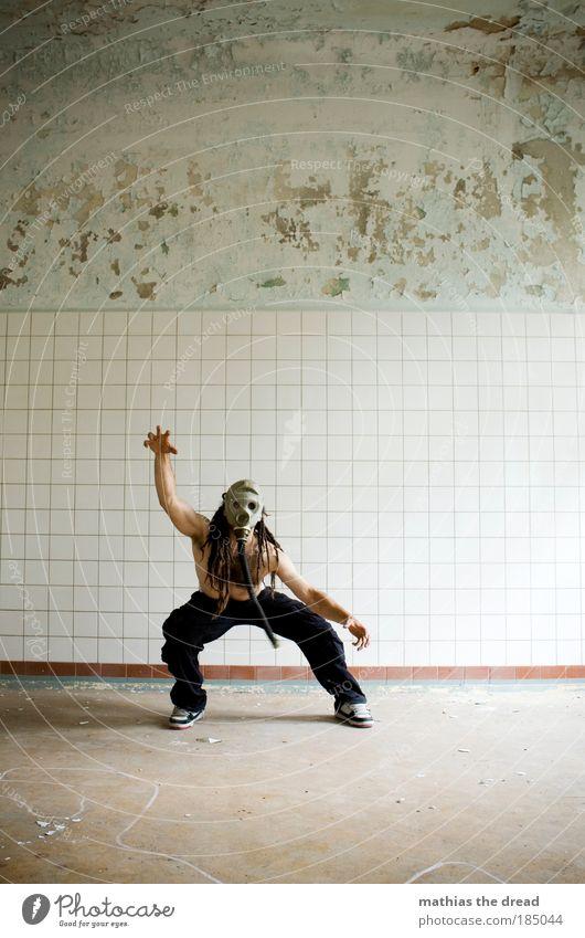 ALLE Mensch maskulin Industrieanlage Fabrik Ruine Gebäude Mauer Wand Bewegung kämpfen springen Aggression außergewöhnlich dunkel eckig gruselig einzigartig