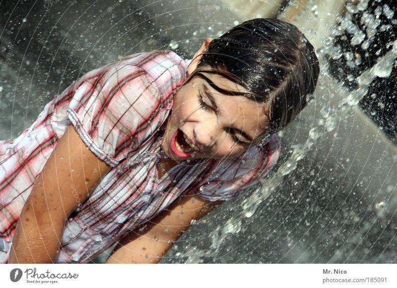 Wet Wet Wet Sommer Mädchen Haut Hemd nass Freude Glück Fröhlichkeit Zufriedenheit Lebensfreude abstrakt Lifestyle feminin Jugendliche Gesicht Wasser Mund