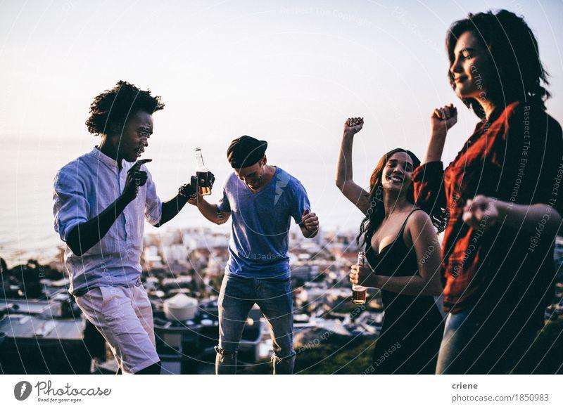 Mensch Jugendliche Freude schwarz lachen Feste & Feiern Party Menschengruppe Zusammensein Freundschaft Freizeit & Hobby Aktion Geburtstag Tanzen Lächeln