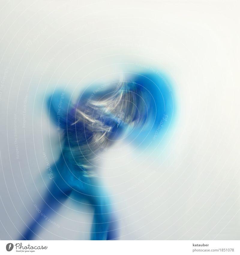 silent warrior Sport Kampfsport Tanzen feminin Körper Tänzer Bewegung kämpfen springen ästhetisch sportlich authentisch elegant Erfolg Flüssigkeit stark blau