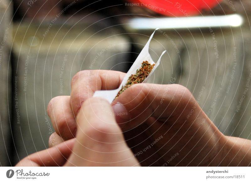 Joint Hand drehen Cannabis grass