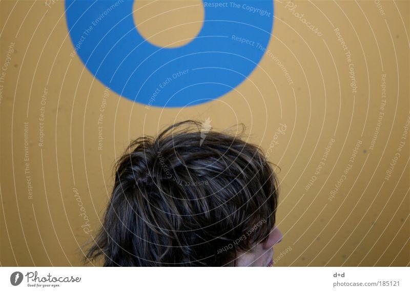 8 maskulin Junger Mann Jugendliche Erwachsene Haare & Frisuren 1 Mensch 18-30 Jahre brünett kurzhaarig Coolness Kopf Wand Typographie Muster Haarschnitt