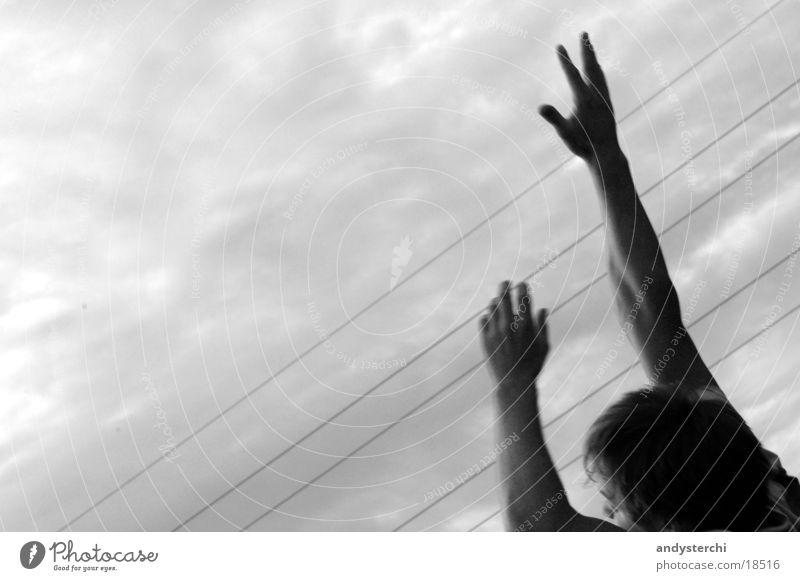 I Can Reach The Sky Finger Spielen springen schlechtes Wetter Himmel Wolken Mann Arme Verkehrswege fangen haände Kopf Schwarzweißfoto greiffen sky Abend