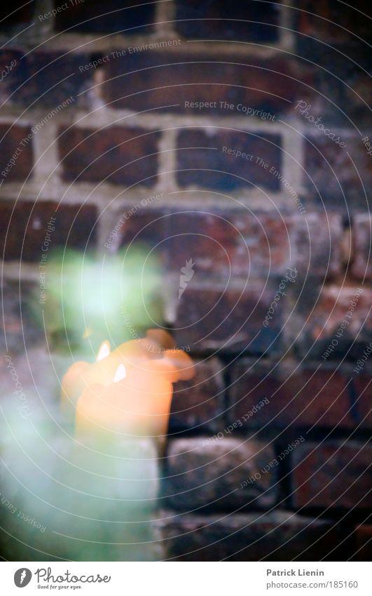 Flamme im Fenster Weihnachten & Advent rot ruhig Erholung Wand Mauer Regen Kerze Sachsen Backstein nachdenklich Leipzig Fensterscheibe Kerzenschein Spinnerei