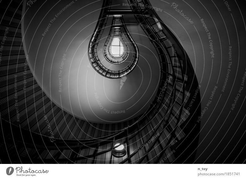Light Bulb Haus Gebäude Architektur Treppe leuchten historisch hoch grau schwarz weiß Gelassenheit ruhig Idee Stimmung Treppenhaus Treppengeländer Glühbirne