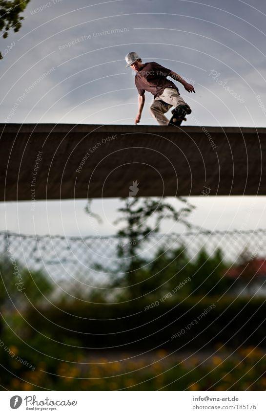 Miniramp Himmel Wolken Sport Aktion bedrohlich Skateboarding Nervosität