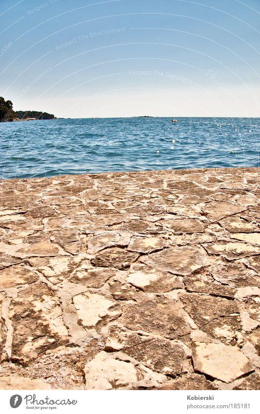 2 Welten blau Wasser Meer Sommer Ferne Erholung Leben Wand Küste Stein Mauer Horizont braun Schönes Wetter Unendlichkeit Lebensfreude
