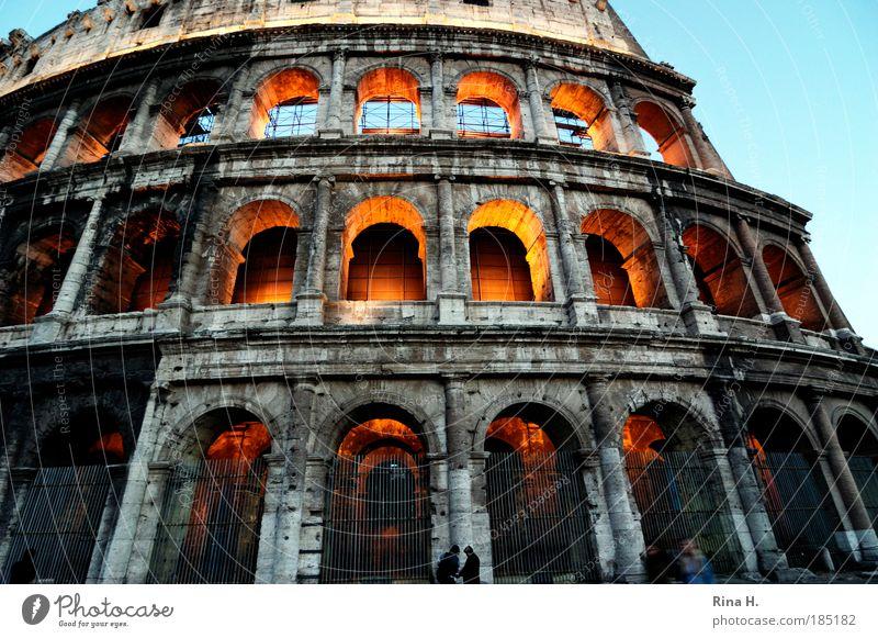 Kolossal Mensch Ferien & Urlaub & Reisen Italien Reisefotografie Tod Architektur außergewöhnlich leuchten Macht Bauwerk Wahrzeichen Theater Sehenswürdigkeit
