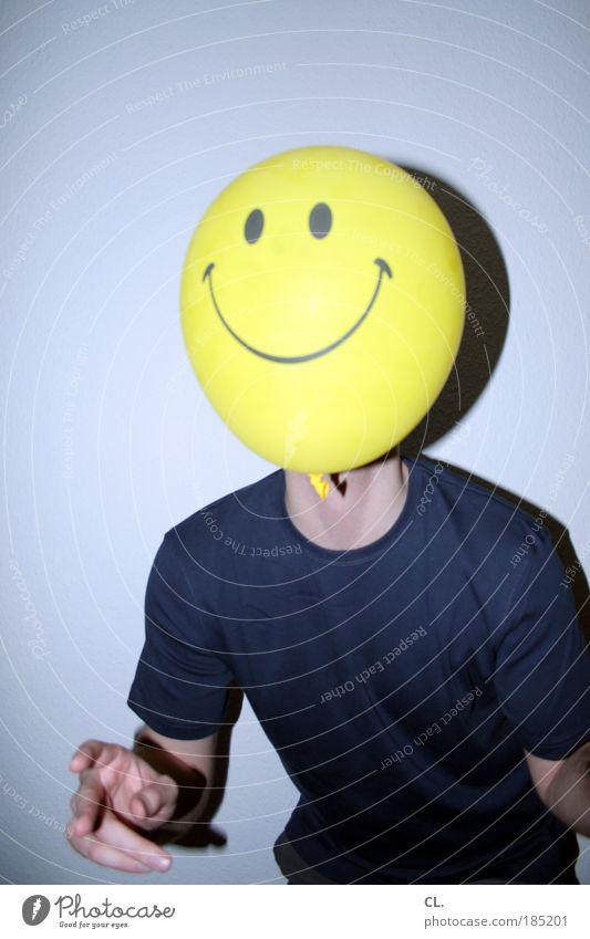 : ) Spielen Mensch maskulin Mann Erwachsene Kopf Gesicht 1 18-30 Jahre Jugendliche T-Shirt Luftballon Lächeln lachen außergewöhnlich Fröhlichkeit Glück