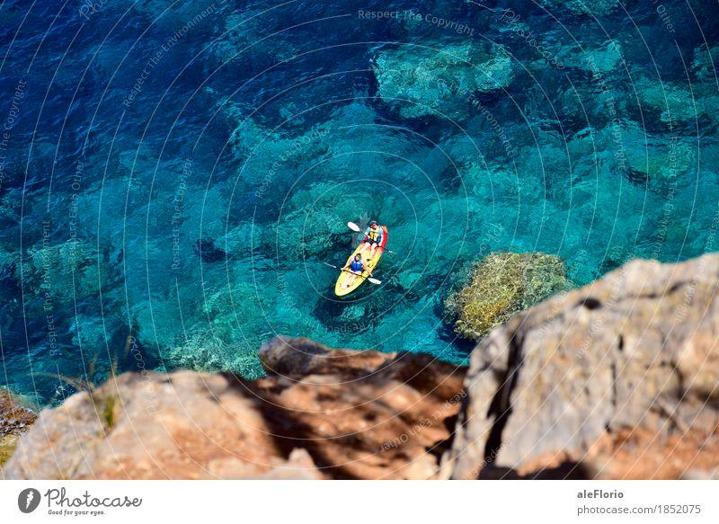 Schwimmender Kajak Erholung Ferien & Urlaub & Reisen Abenteuer Freiheit Sommer Sommerurlaub Sonne Strand Meer Sport Erneuerbare Energie grün Paar 2 Mensch Natur