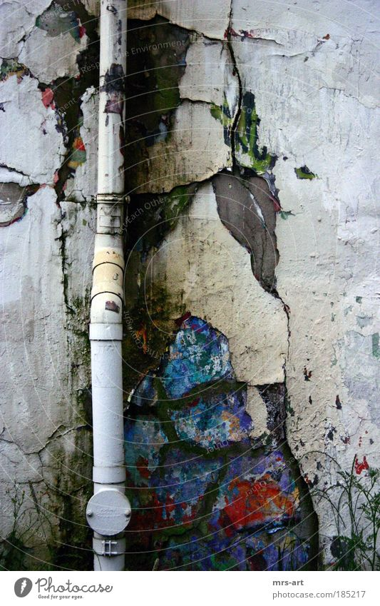 Fallrohr Wand Mauer Fassade Industriefotografie verfallen Verfall Ruine Grundbesitz Demontage Insolvenz Schrott Müll baufällig Niedergang Industrieruine