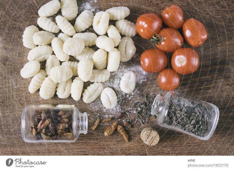 Gnocchi 3 Lebensmittel Chili Tomate Kräuter & Gewürze Ernährung Abendessen Bioprodukte Vegetarische Ernährung Italienische Küche Schneidebrett genießen