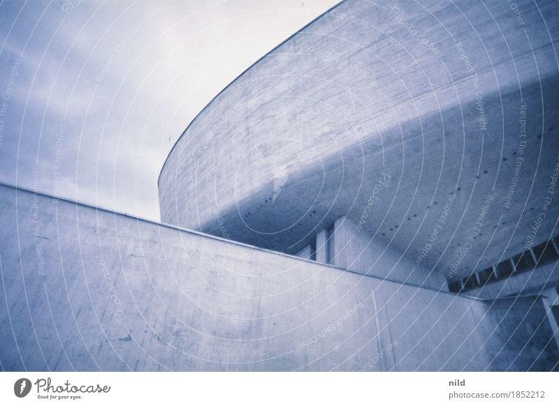 Banska Banská Bystrica Slowakische Republik Stadt Haus Bauwerk Gebäude Architektur Mauer Wand Fassade Sehenswürdigkeit kalt blau grau Museum Beton Farbfoto