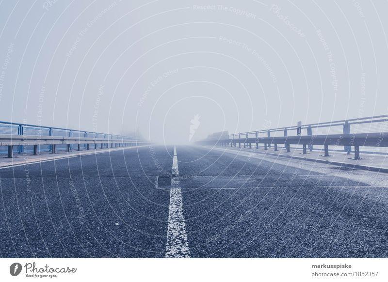 nebel strasse Stadt Ferne Straße Freiheit Stimmung Tourismus Verkehr Nebel PKW Ausflug Abenteuer Brücke Güterverkehr & Logistik Bauwerk Verkehrswege Autobahn