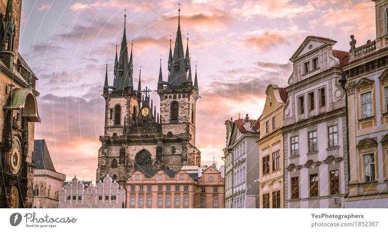 Frauenkirche vor Tyn Prag Himmel alt Wolken Architektur Religion & Glaube Gebäude Stein Uhr Kirche Europa Wahrzeichen Hauptstadt Europäer Christentum Kathedrale
