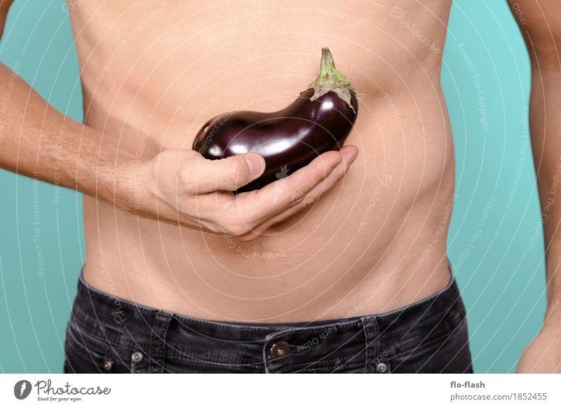 AUBERGINCHEN I Mensch Jugendliche Mann Junger Mann Erotik 18-30 Jahre Erwachsene Leben Lifestyle Gesundheit Stil Lebensmittel Design Ernährung Kraft ästhetisch
