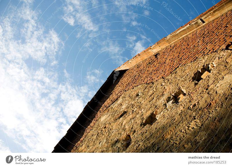ALTES BAUERNHAUS schön alt Himmel Wolken Wand oben Mauer Gebäude Architektur Fassade Dach authentisch Bauernhof Dorf Idylle Bauwerk