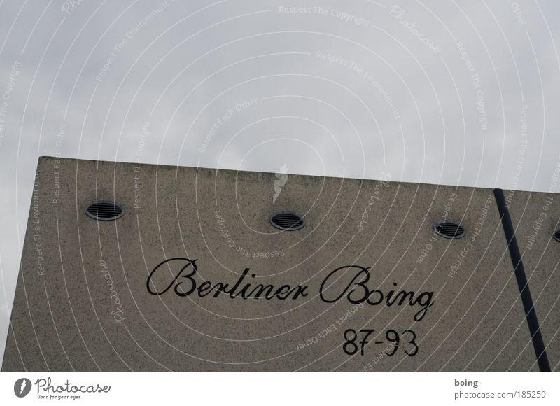 icke in berlin, damals Berlin Wand Mauer Wohnung Fassade Schriftzeichen Ziffern & Zahlen Denkmal Hinweisschild Wahrzeichen Nostalgie Museum Ausstellung