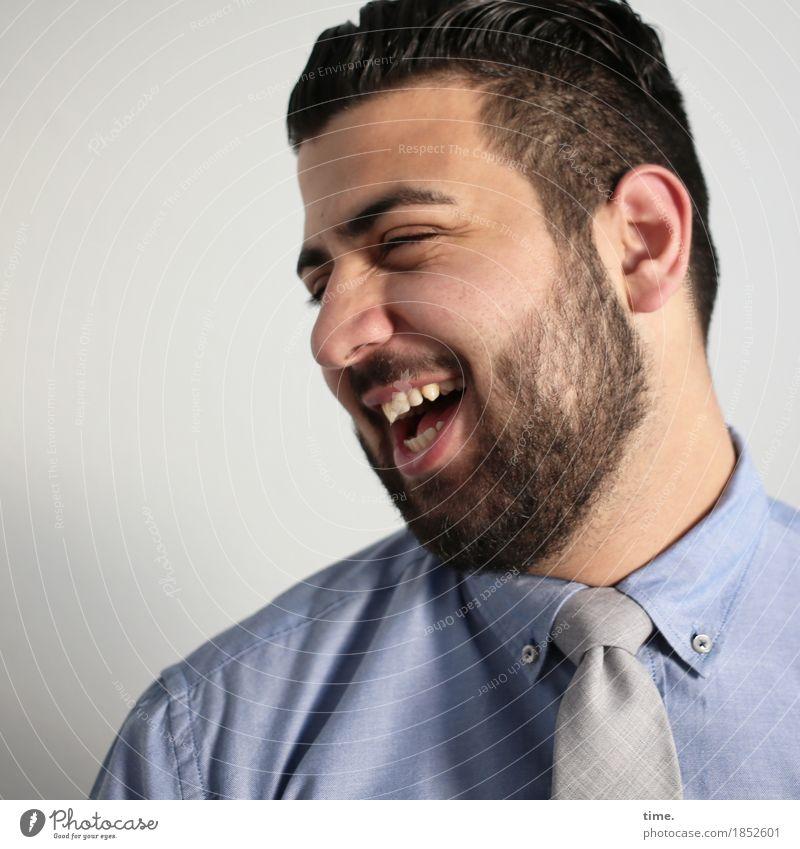 Ali maskulin Arbeitsbekleidung Hemd Krawatte schwarzhaarig kurzhaarig Vollbart lachen Freundlichkeit Fröhlichkeit lustig schön Freude Glück Zufriedenheit