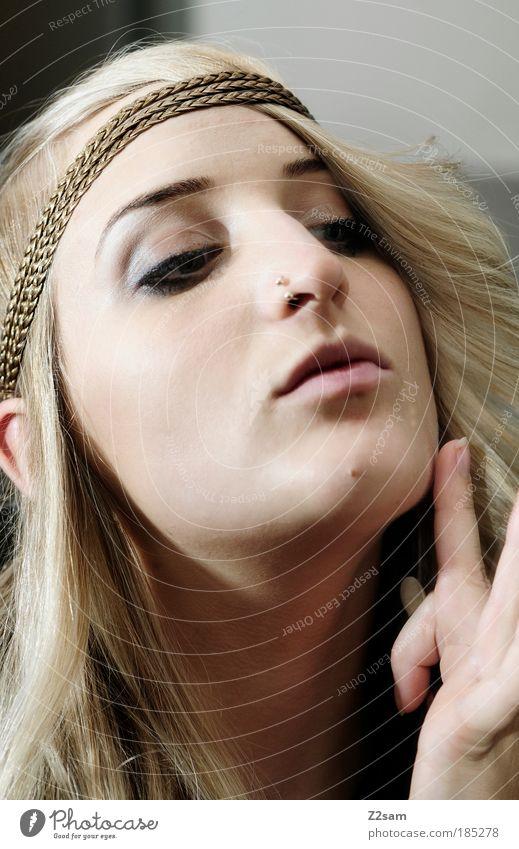 revival elegant Stil schön Haare & Frisuren Kosmetik Schminke Mensch feminin Junge Frau Jugendliche Kopf 1 18-30 Jahre Erwachsene Mode Accessoire Schmuck