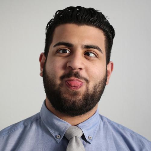 Ali maskulin 1 Mensch Theaterschauspiel Schauspieler Clown Hemd Krawatte schwarzhaarig kurzhaarig Vollbart lachen Blick Freundlichkeit Fröhlichkeit frisch