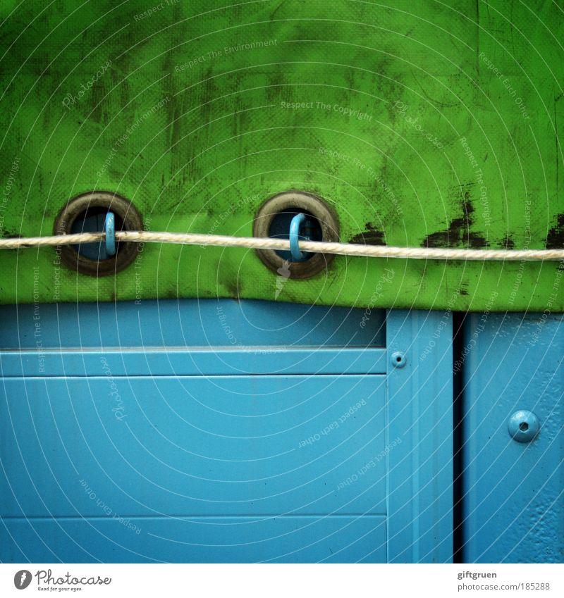 verflixt und zugeschnürt! grün blau Arbeit & Erwerbstätigkeit Seil Verkehr geschlossen Industrie fahren Güterverkehr & Logistik Beruf Lastwagen Quadrat Kunststoff Wirtschaft Handel Fahrzeug
