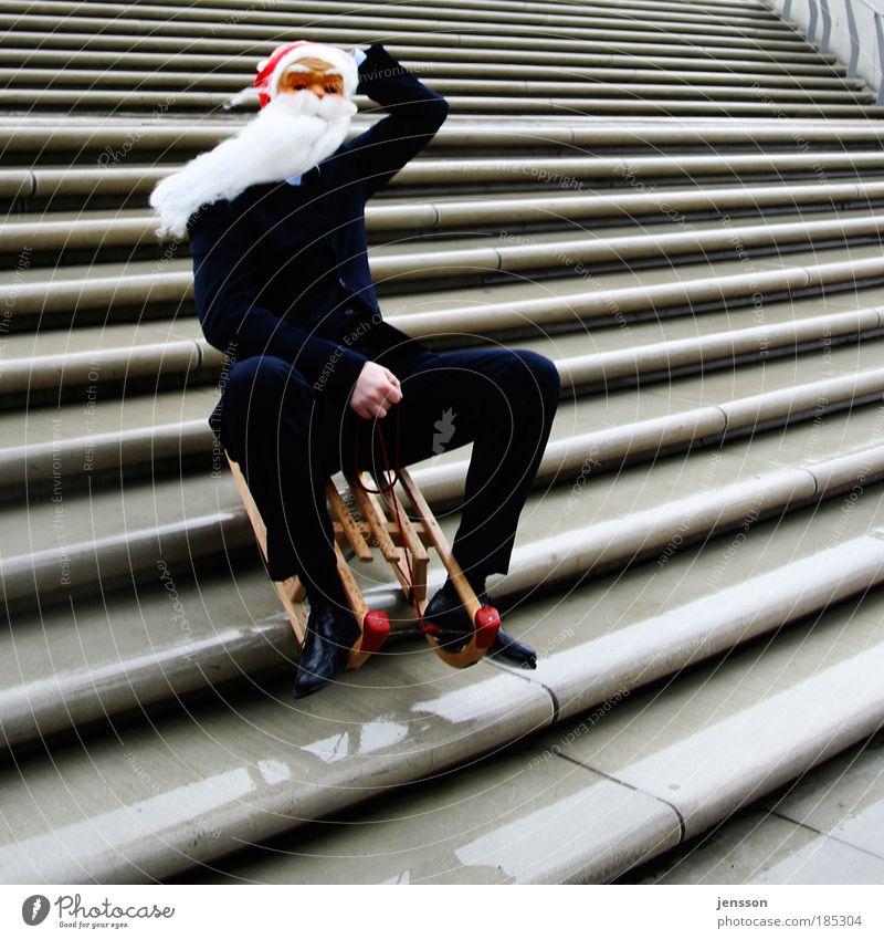 Ho, ho, ho! maskulin Mann Erwachsene 1 Mensch lustig verrückt Weihnachten & Advent Schlitten Rodeln Farbfoto Außenaufnahme Textfreiraum rechts Textfreiraum oben