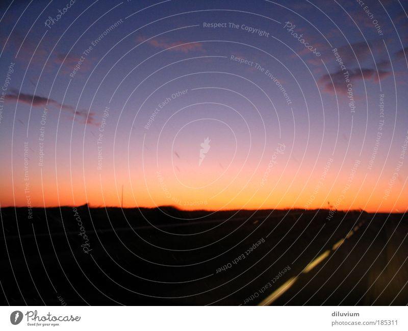 autopilot Ferne Freiheit Landschaft Himmel Nachthimmel Horizont Sonnenaufgang Sonnenuntergang Autofahren Straße Geschwindigkeit Farbfoto Außenaufnahme Abend