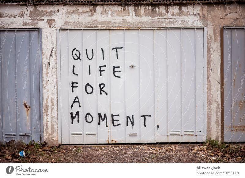 Mach mal Pause! Garage Garagentor Erholung Quit atmen Graffiti Typographie Farbfoto Außenaufnahme Menschenleer Tag