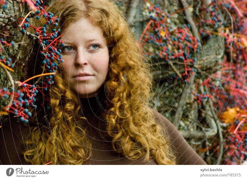 red! 2 Jugendliche schön Frau blau rot Gesicht Auge Farbe Herbst feminin Gefühle träumen Haare & Frisuren Porträt Mund Stimmung