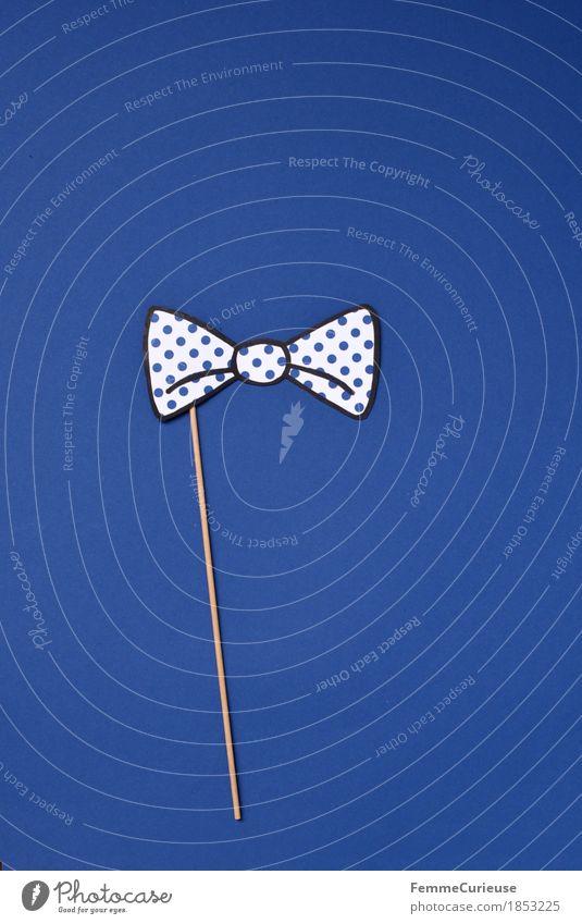 Fliege_1853225 Mode ästhetisch festlich elegant ausgehen Punkt gepunktet blau weiß aufgespiesst Holz Accessoire verkleiden Karneval Party Karton Papier
