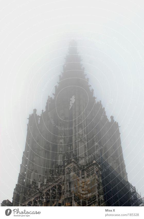 Ulmer Münster alt Ferien & Urlaub & Reisen Herbst kalt Architektur Religion & Glaube Gebäude Regen Wetter Nebel hoch Platz groß Tourismus Klima Kirche
