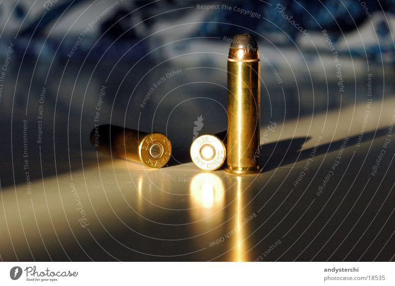 Schüsse Metall 3 Dinge Kugel Waffe Pistole Schuss Patrone Munition Bildart & Bildgenre