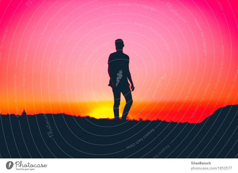 Wenn die Sonne untergeht elegant Stil Mensch Junger Mann Jugendliche Leben Körper 18-30 Jahre Erwachsene Natur Wolkenloser Himmel Sonnenaufgang Sonnenuntergang