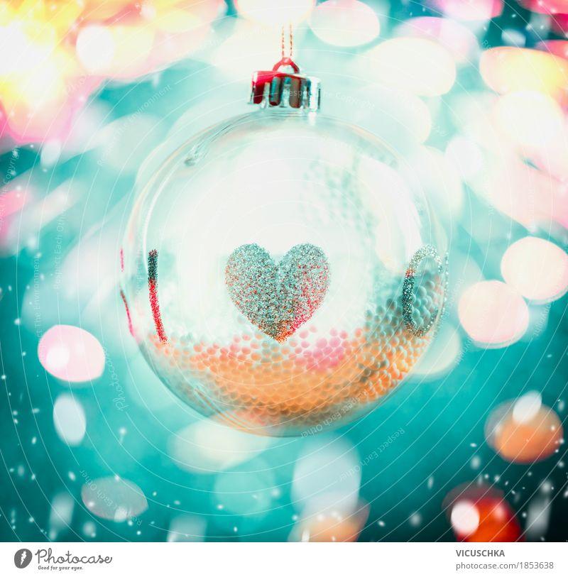 Glas Weihnachtskugel mit Herz auf Bokeh Hintergrund blau Weihnachten & Advent Freude Winter gelb Schnee Stil Lampe Feste & Feiern Stimmung Design