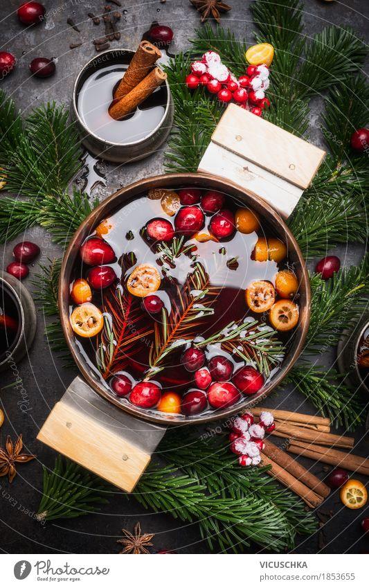Glühwein im Kochtopf Weihnachten & Advent Freude Foodfotografie Stil Feste & Feiern Design Orange Tisch Getränk Küche heiß Tradition Geschirr Beeren Tasse