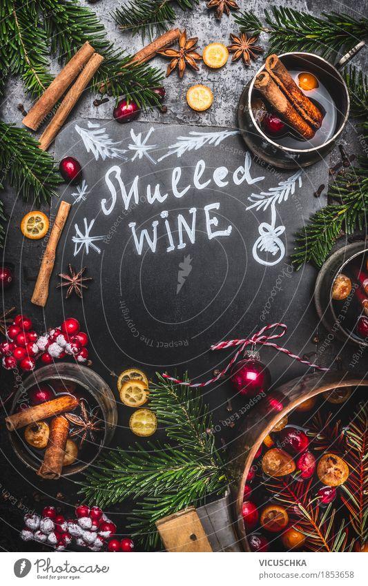 Traditionelle Glühwein mit Kochtopf, Tassen und Tannenzweigen Weihnachten & Advent Freude dunkel Stil Feste & Feiern Stimmung Design Frucht Häusliches Leben Orange Tisch Getränk Küche Wein Tradition Beeren