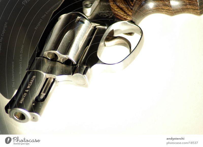 Smith & Wesson schießen Pistole Griff Holz Waffe gefährlich Schuss gun Metall magnum 375